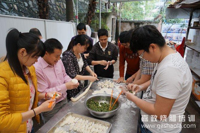 清明节前夕,嘉政学员包饺子吃!