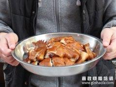 什么是正宗的鼓油鸡?鼓油鸡是广东的一道非常特色的菜!