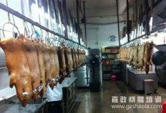 烧乳猪的由来;为什么酒店里的烧乳猪会卖得特别贵?!