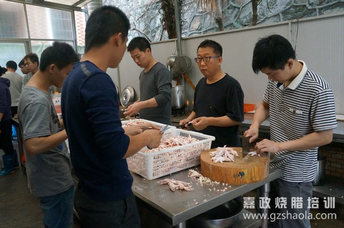 广东盐焗鸡爪的做法