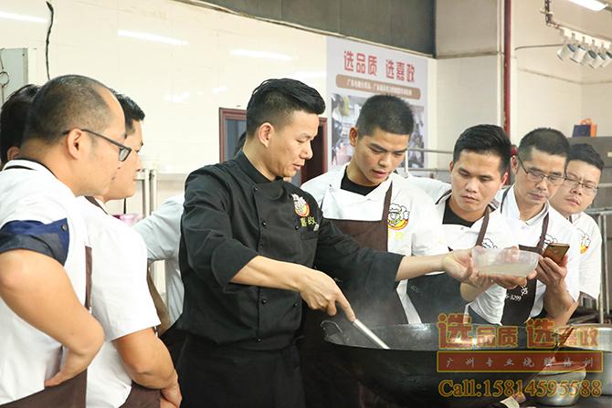 脆皮烧鹅技术培训广式烧腊培训需要多少钱?