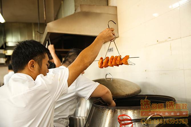 烧鸡翅准备入炉烤制