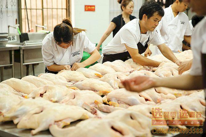 烧鸭填料缝针实操培训学习 广州嘉政烧腊烧鸭培训学校