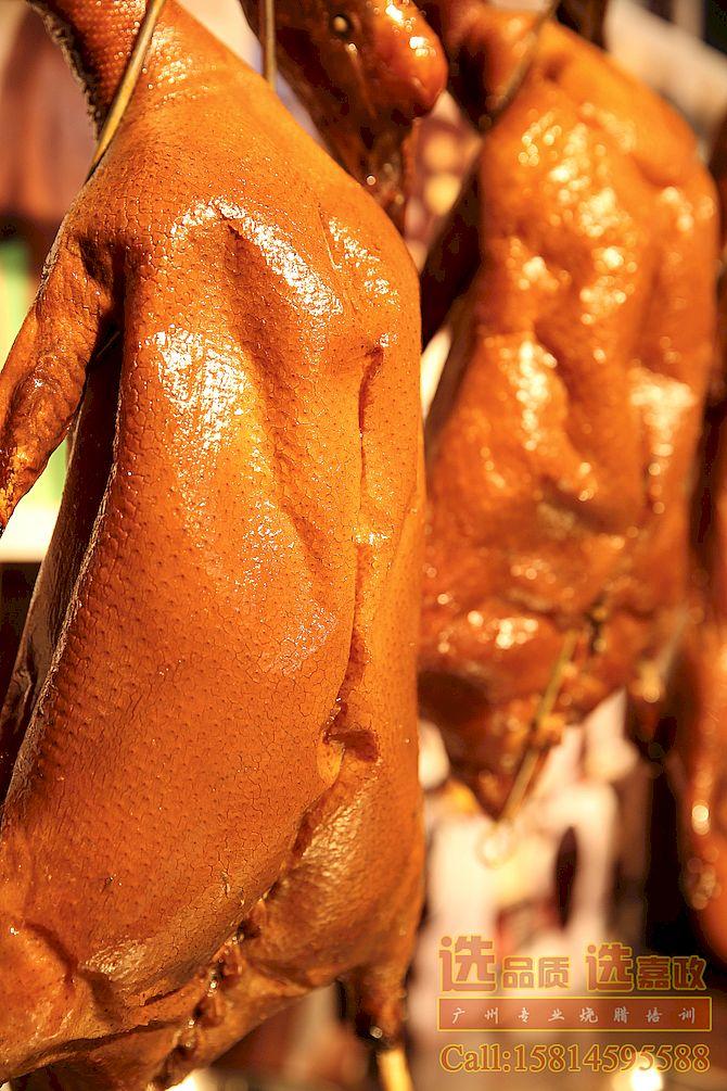 嘉政烧腊出品的广东脆皮烧鸭