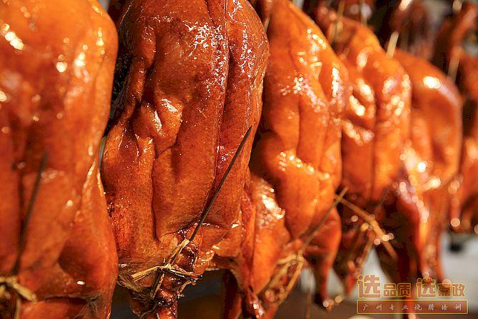 上色均匀的广式脆皮烧鸭烧鹅