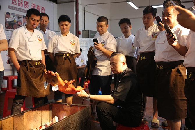 广式烤乳猪培训哪家技术好?烤乳猪哪里学最正宗